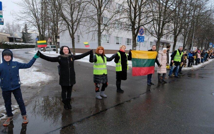 """Valstybės šimtmečio proga unikali dviejų mokyklų akcija – """"Rankų tiltas Lietuvai"""""""