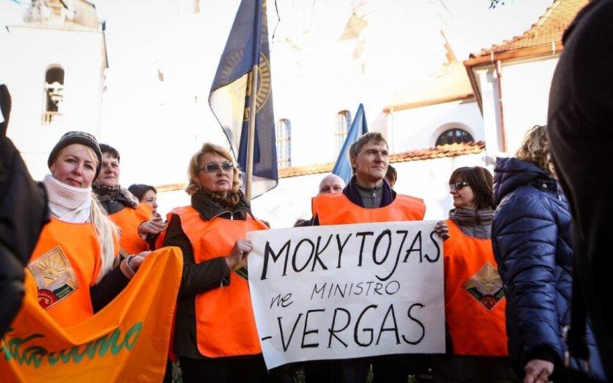 Lithuanian teachers stage warning strike