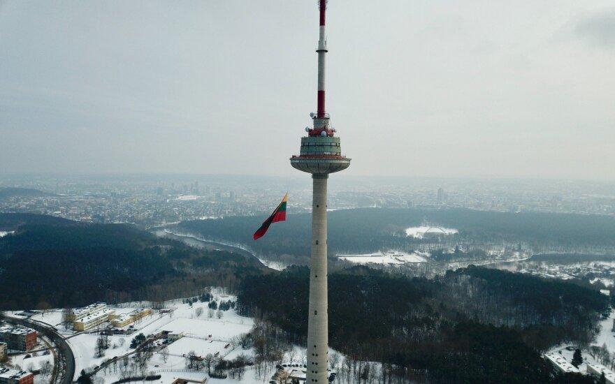 Trispalvės kėlimas ant TV bokšto