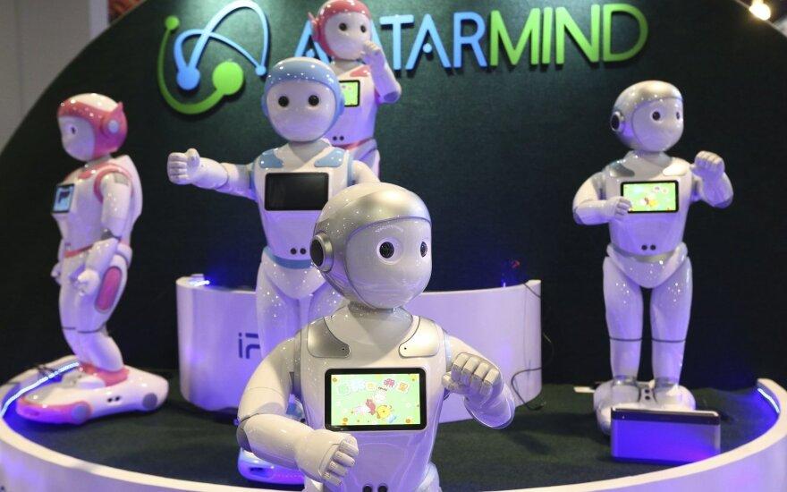Robotai nežada nieko gero: paveikia darbo užmokestį, galimybes įsidarbinti