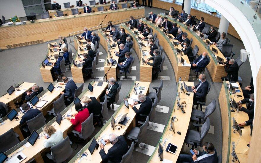 Seimas svarstys dėl aiškesnių ligos išmokų mokėjimo sąlygų izoliacijos metu
