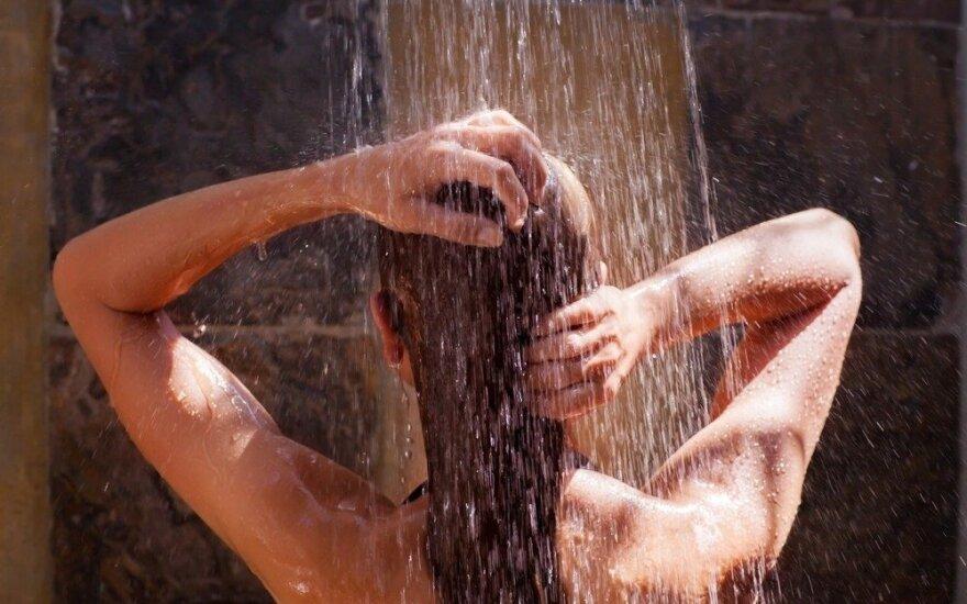 6 patarimai, kaip teisingai praustis duše