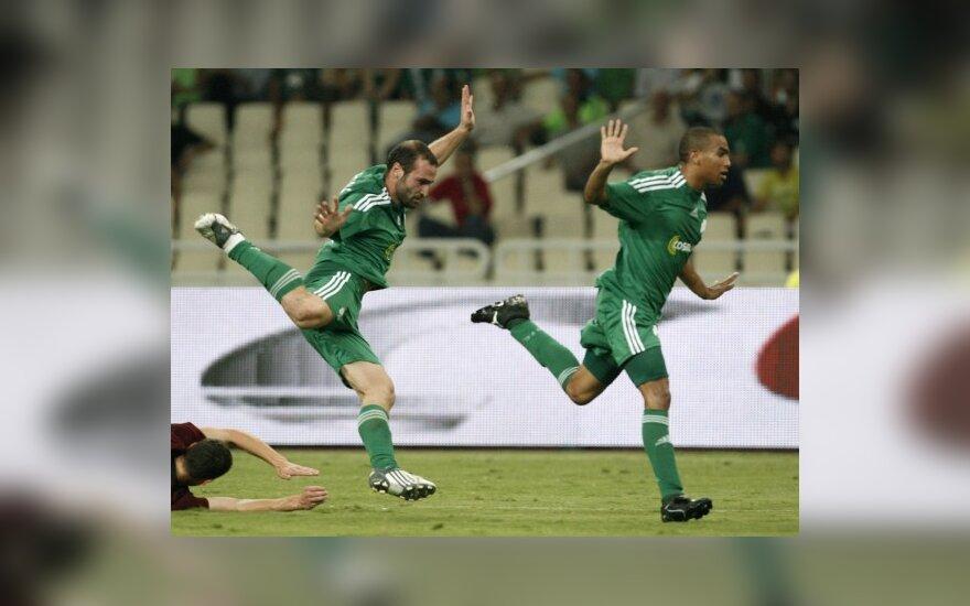 """""""Panathinaikos"""" futbolininkai švenčia pergalę"""