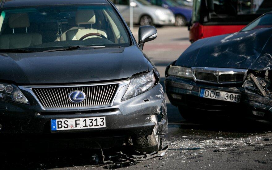 """Perspėjo vairuotojus: jei avarijos kaltininkas neapsidraudęs, nesutikite """"susitarti"""" – galite patys nukentėti"""