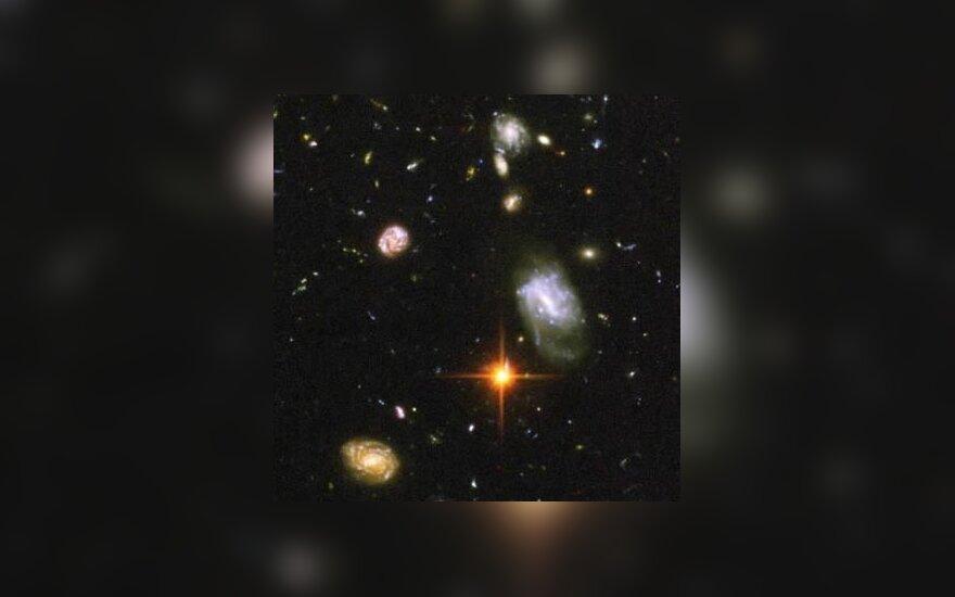 Visata plečiasi vis greičiau