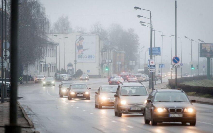 Kaip patys vairuotojai kovotų su eismo taisyklių pažeidėjais