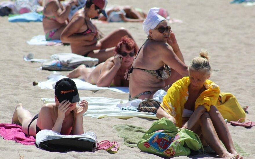 Klaipėdos policija rengia reidą po reido: užsispyrusios moterys savo grožybių slėpti neskuba