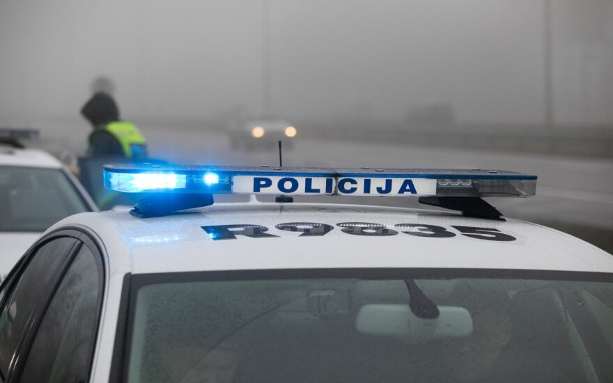 Girtas vairuotojas Kuršėnuose sužalojo policininkę