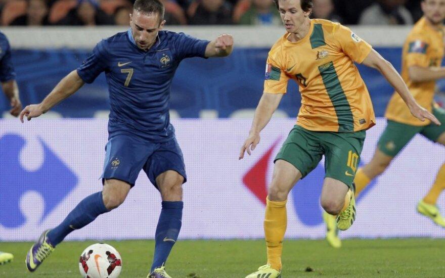 Franckas Ribery (Prancūzija) ir Robbie Kruse'as (Australija)