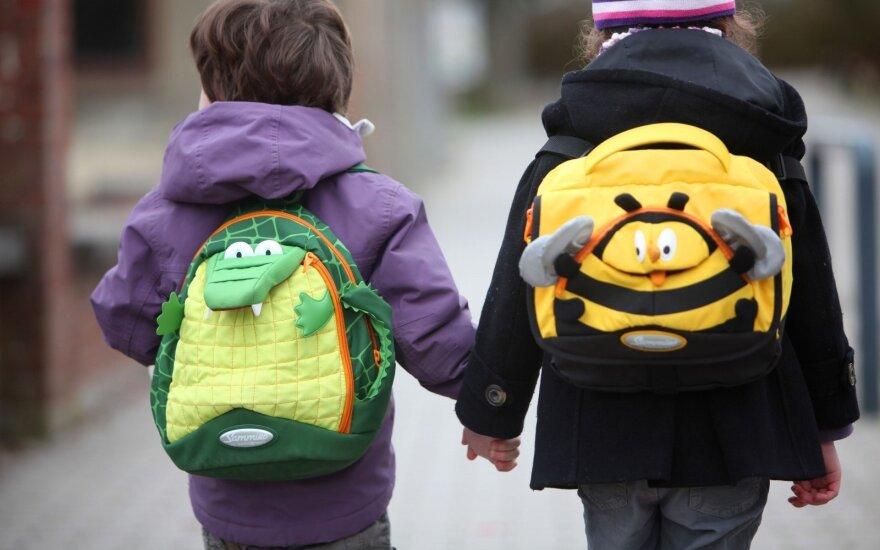 Lenkų pirmokams – mokinio krepšeliai su finansine parama