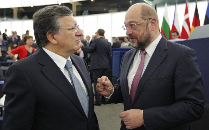 Jose Manuelis Barroso (k) ir Martinas Schulzas