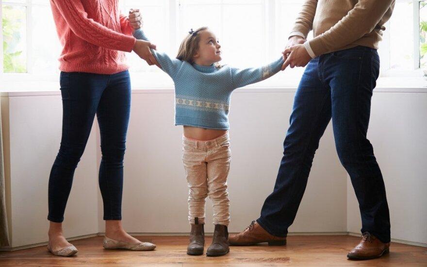 Nepilnamečio vaiko išlaikymas po skyrybų: kada galima pasinaudoti kito asmens turtu?