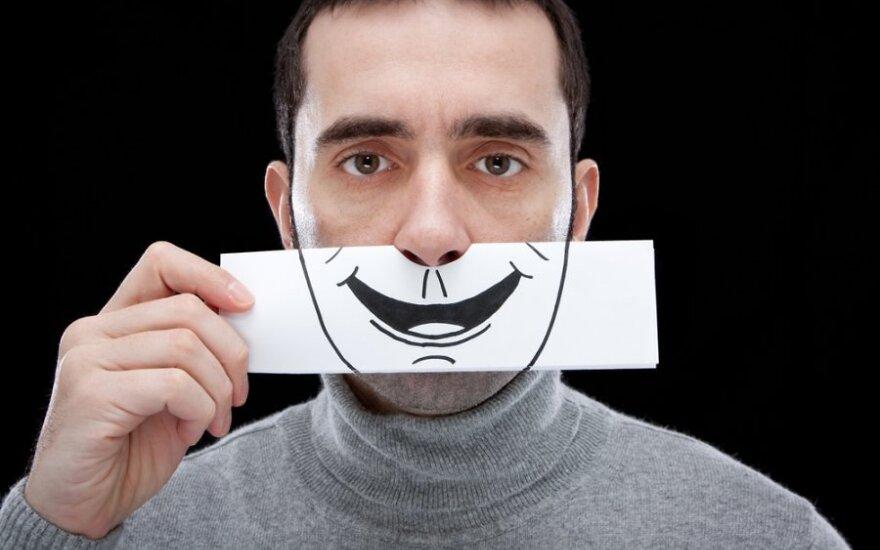 Visą dieną su šypsena: kaip į tai reaguoja praeiviai