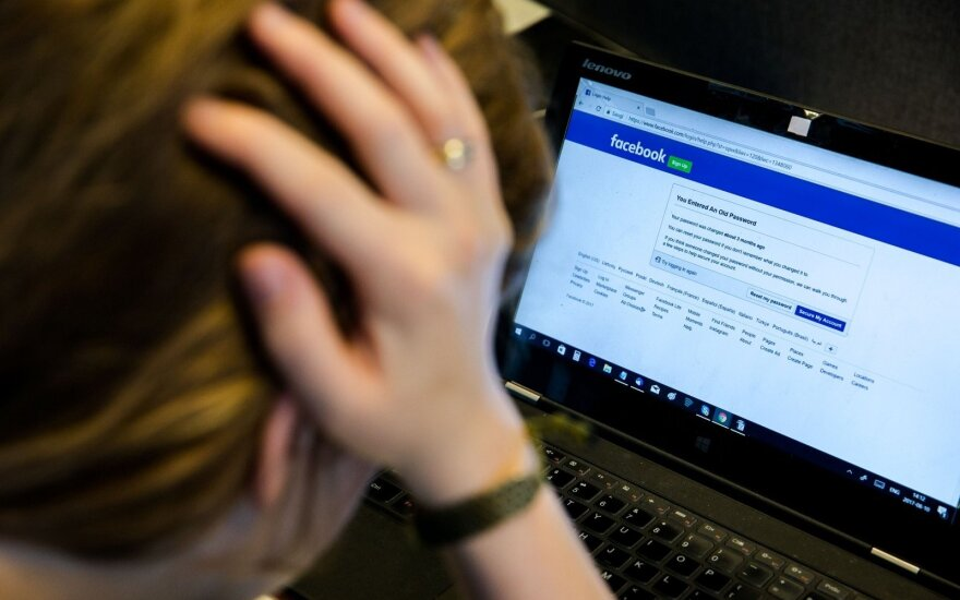 """""""Facebook"""" skandalą įžiebusi programa nusiurbė ir lietuvių duomenis"""
