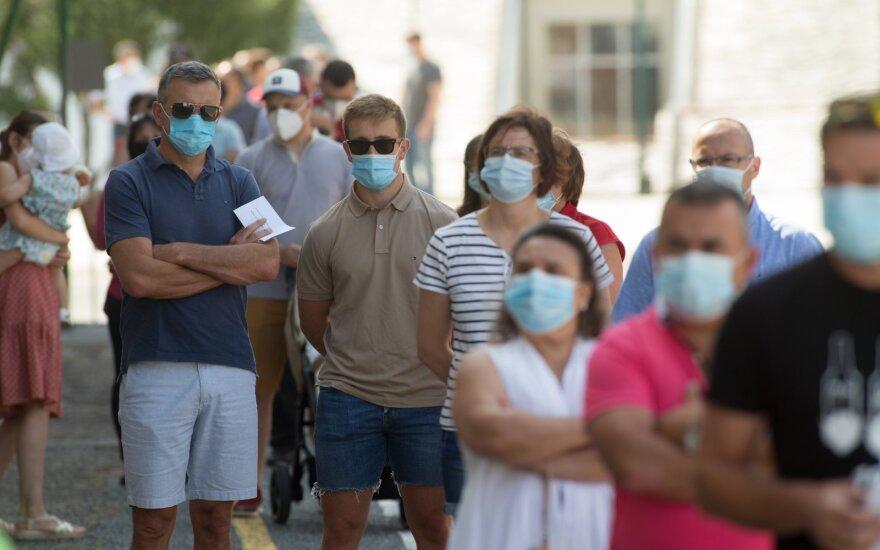 Lenkijoje – 640 naujų COVID-19 atvejų, 18 žmonių mirė