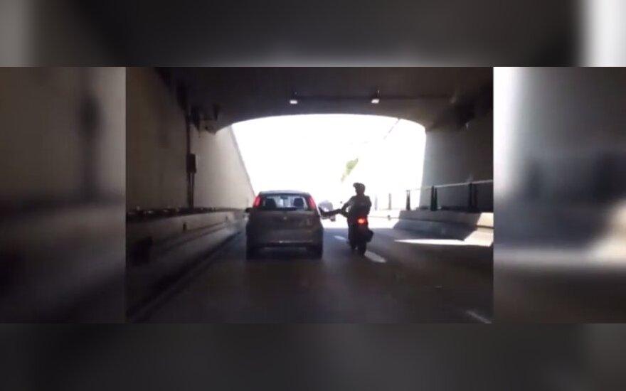 Nevykęs motociklininko kerštas
