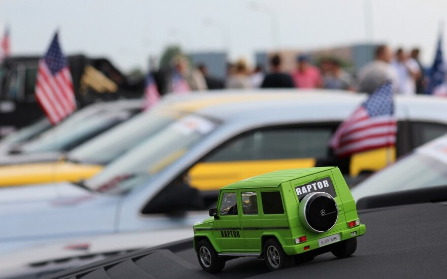 Pajūryje – įspūdingi automobiliai iš JAV