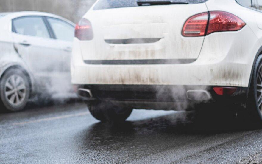 Planuojama įvesti taršių automobilių mokestį