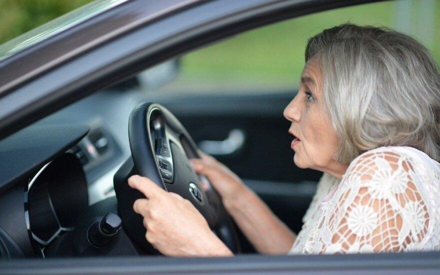 Bijote vairuoti? Moterys, sužinokite, kaip labiau pasitikėti savimi prie vairo