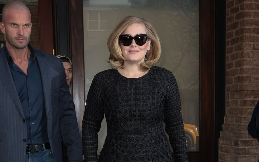 """Adele sūnų rengia Anos iš animacinio filmuko """"Ledo šalis"""" suknele: pamatyk nuotrauką"""