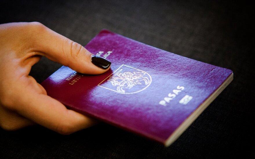 Lithuanian parliament votes to extend dual citizenship