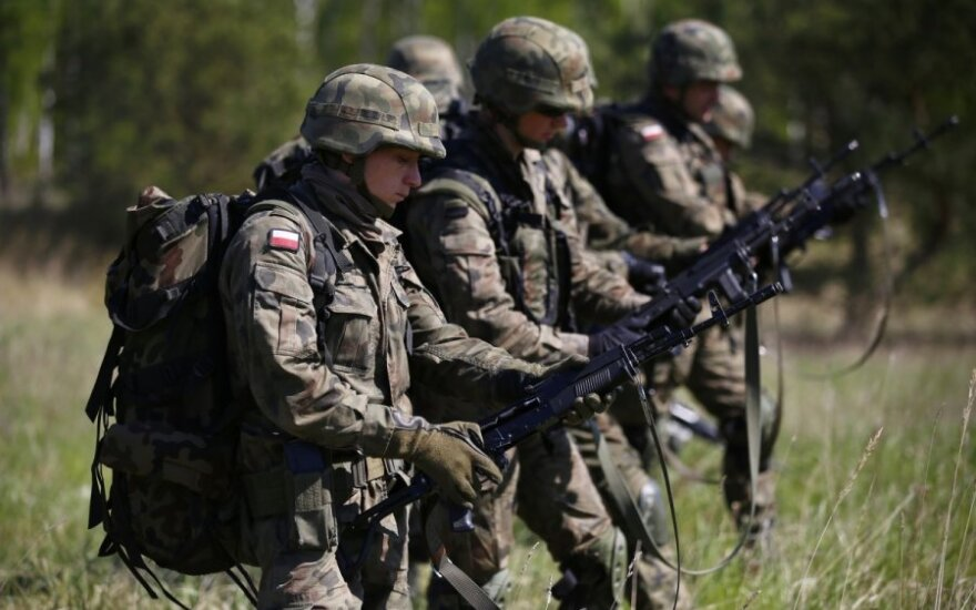 "Polish army chief in Vilnius: We're ready for ""little green men"""