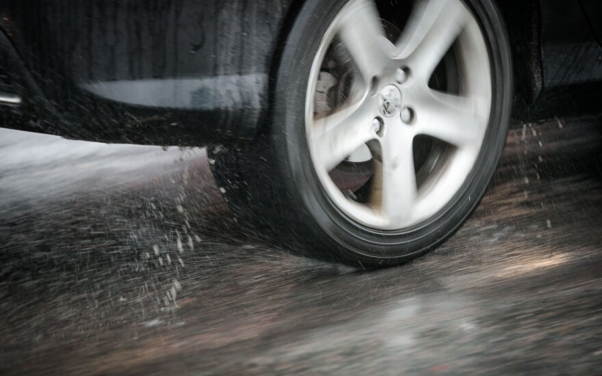 Rytą eismo sąlygas sunkina plikledis