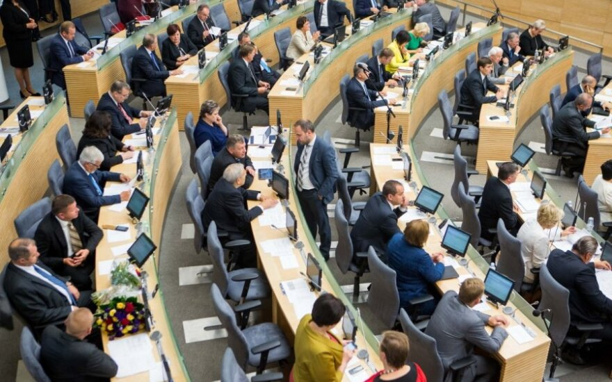 Lithuanian parliament gives initial backing to dual citizenship referendum
