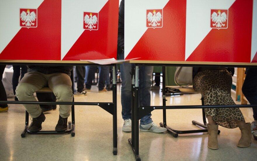 """Buvę Lenkijos lyderiai ragina rinkėjus boikotuoti """"pseudorinkimus"""""""
