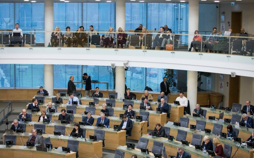 Nausėda siūlo palaukti liepos: gali įvykti pokyčių Seimo struktūroje