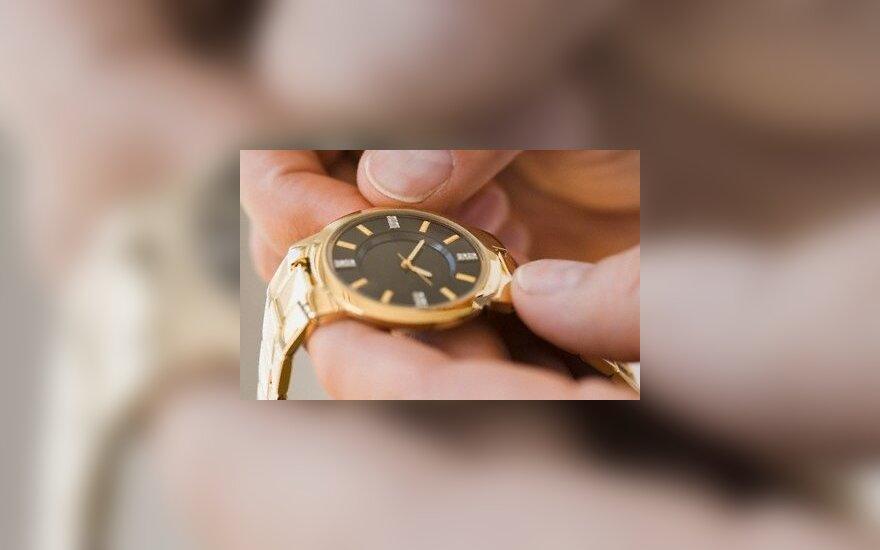 Teismas: Vilniaus pardavėjos turi atlyginti už pavogtą auksinį laikrodį