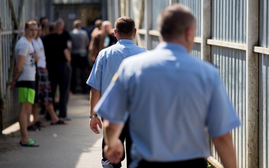 Po DELFI tekstų Teisingumo ministerija šaukia susirinkimą dėl situacijos Pravieniškių pataisos namuose