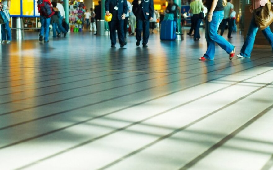 Number of passengers grows in Lithuanian airports, but carried goods decrease