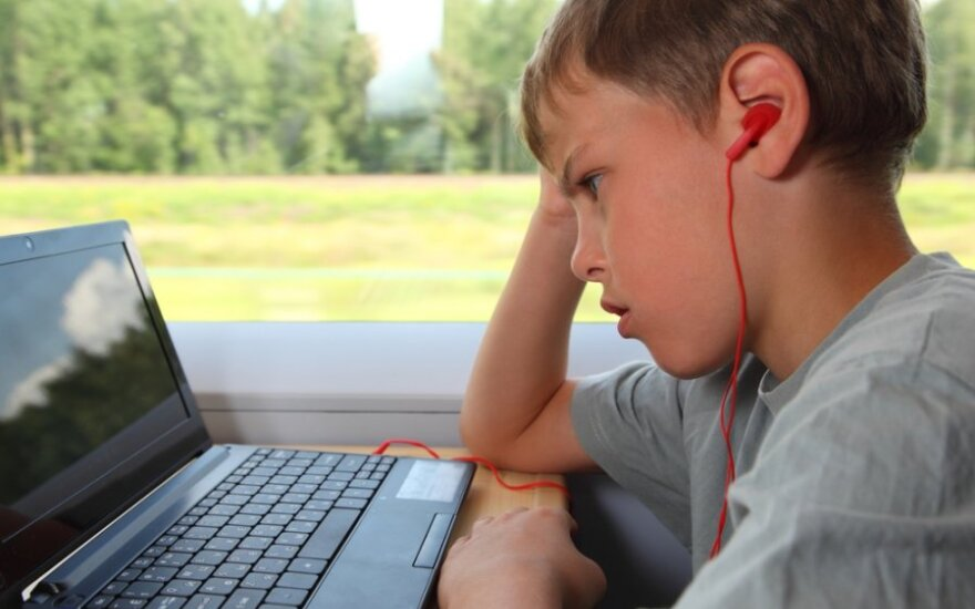 Elektroninės patyčios - kartais žiauresnės už patiriamas tikrame gyvenime