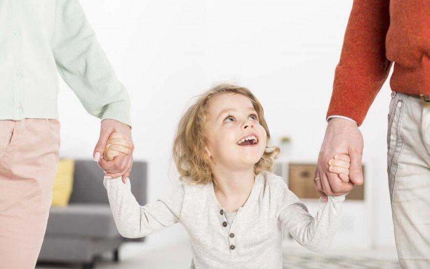 Seimo komitetas — prieš ilgesnes atostogas tėvams, auginantiems mažus vaikus