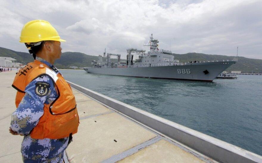 Kinijos laivai – didžiausiose pasaulyje karinių jūrų pajėgų pratybose