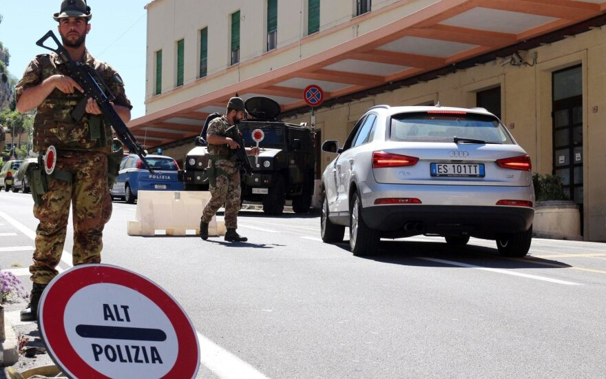 Italijoje sulaikyti dešimtys su mafija siejamų žmonių, kaltinamų ES lėšų pasisavinimu