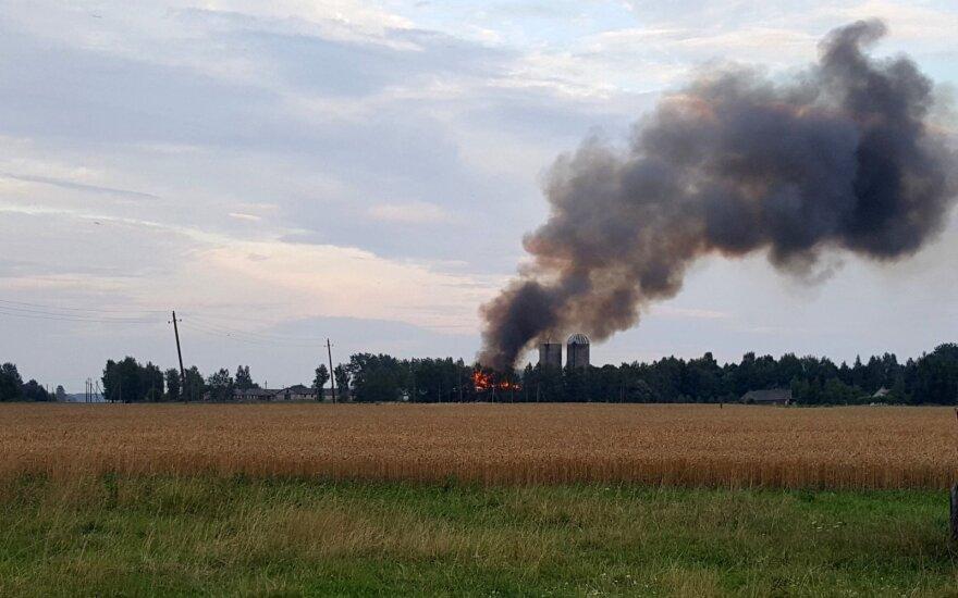 Šakių rajone dega ferma