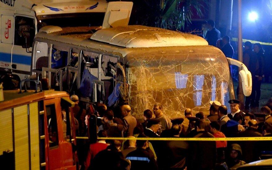 Netoli Gizos piramidžių susprogdintas turistinis autobusas: 2 žuvo, 12 sužeista