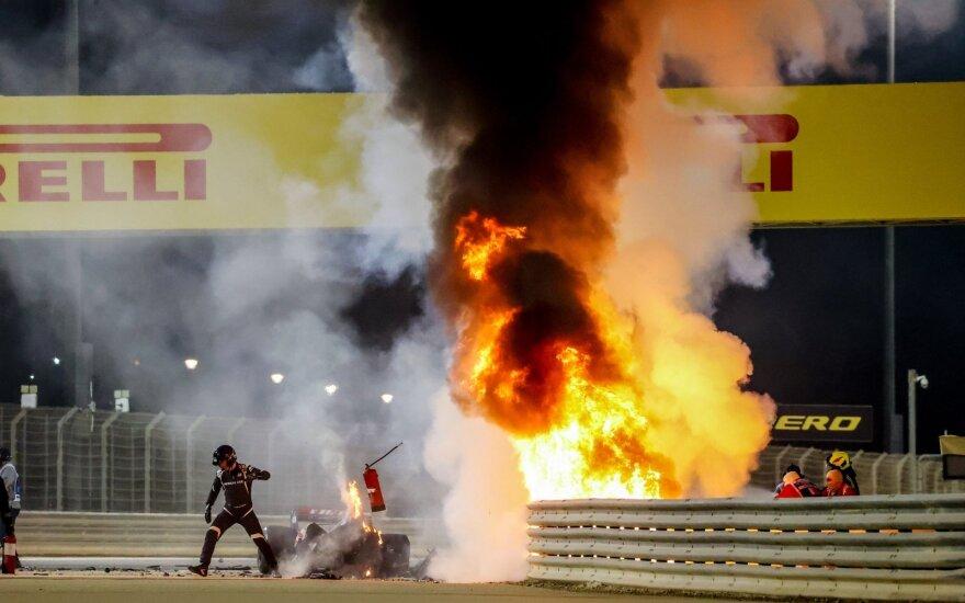 """""""F-1"""" lenktynėse siaubinga Romaino Grosjeano avarija"""