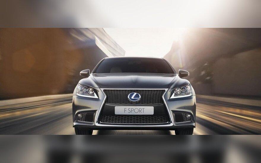 """Iš rinkos atšaukiami šimtai tūkstančių """"Lexus"""" automobilių"""