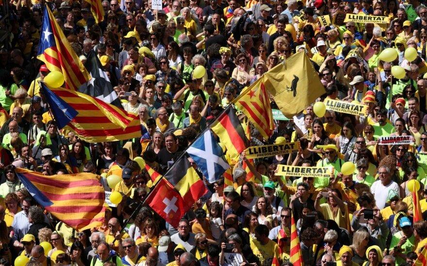 Katalonų separatistai proteste reikalauja paleisti įkalintus lyderius