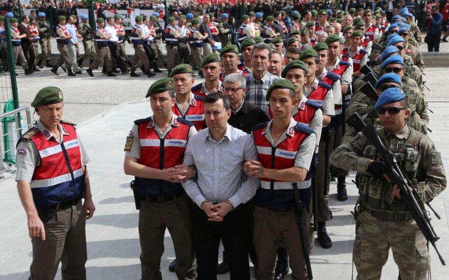 Turkų kariai, nuteisti dėl dalyvavimo perversme