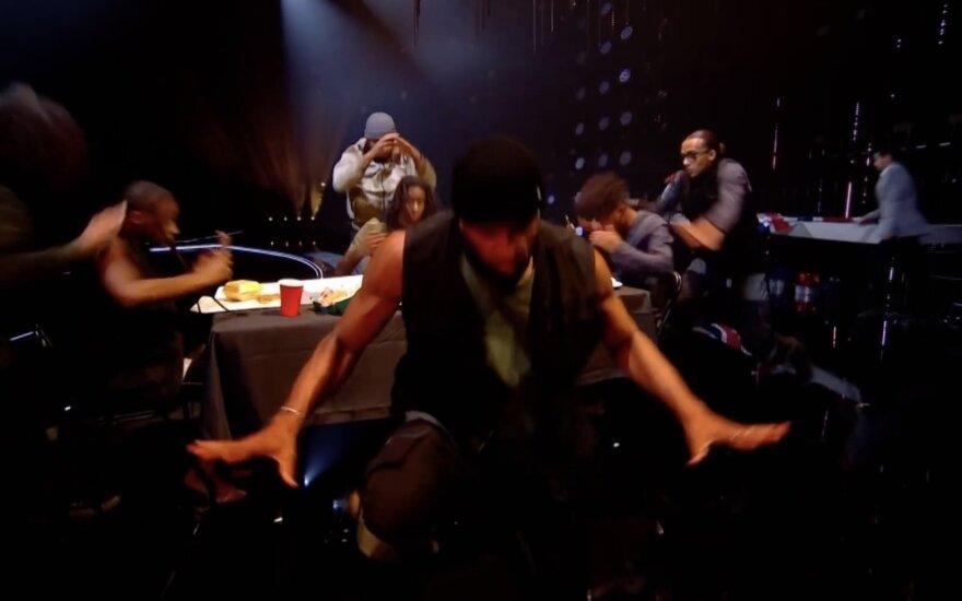 """Akimirka iš grupės """"Diversity"""" pasirodymo"""