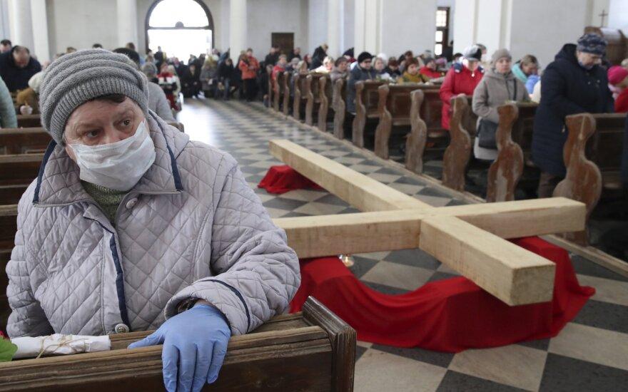 Baltarusijoje COVID-19 protrūkio aukų padaugėjo iki 45