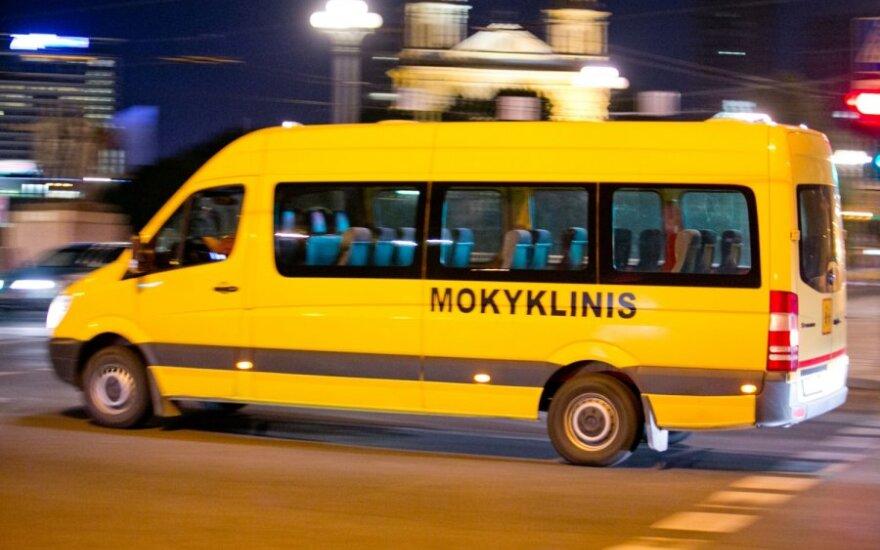 """Mokyklinius autobusiukus """"vairuoja"""" ne tik tie, kurie sėdi prie vairo"""