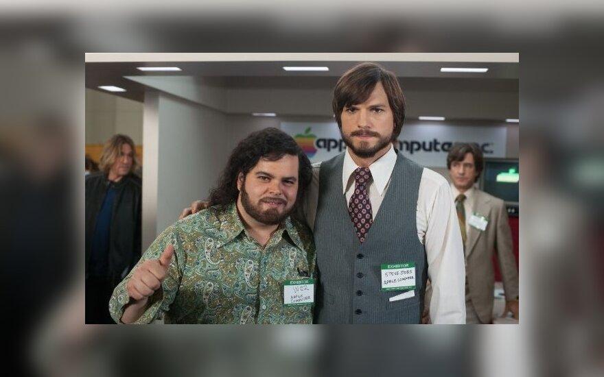 "Ashtonas Kutcheris ir Joshas Gadas filme ""jOBS"""