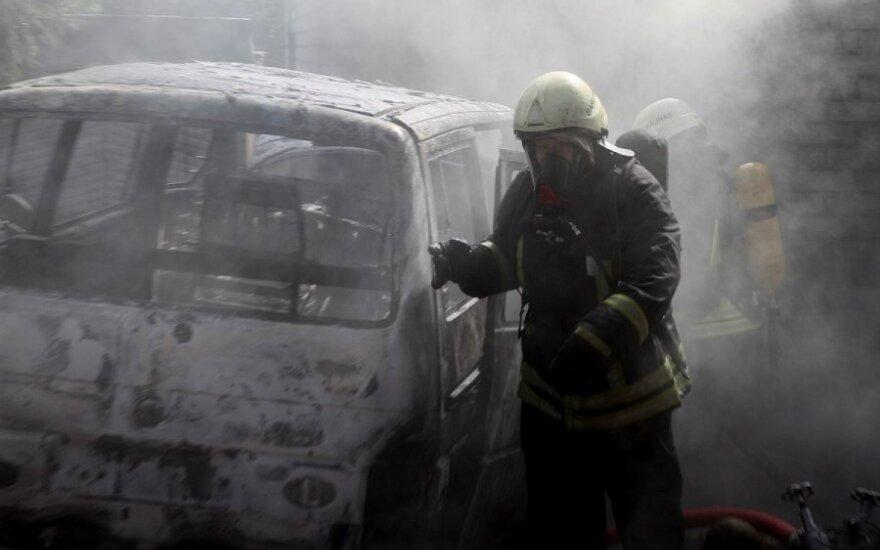 Kaune nuo sprogusios automobilio dujų įrangos užsidegė namas