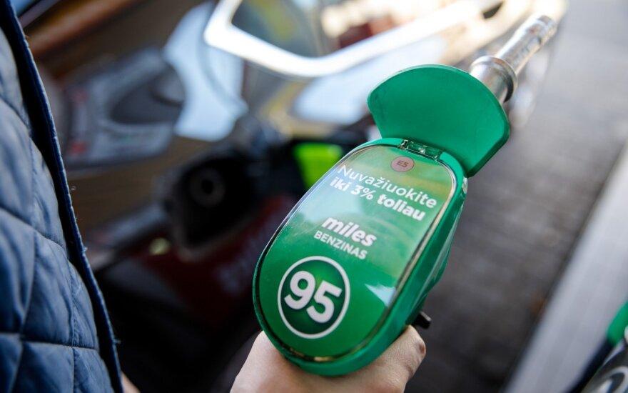 Išsiblaškymas degalinėje gali kainuoti ne tik eurų, bet ir vairuotojo pažymėjimą