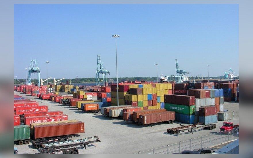 Lietuviškų prekių eksportas įgauna pranašumą prieš reeksportą